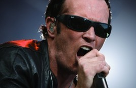 Scott Weiland, former frontman Stone Temple Pilots, found dead on tour bus