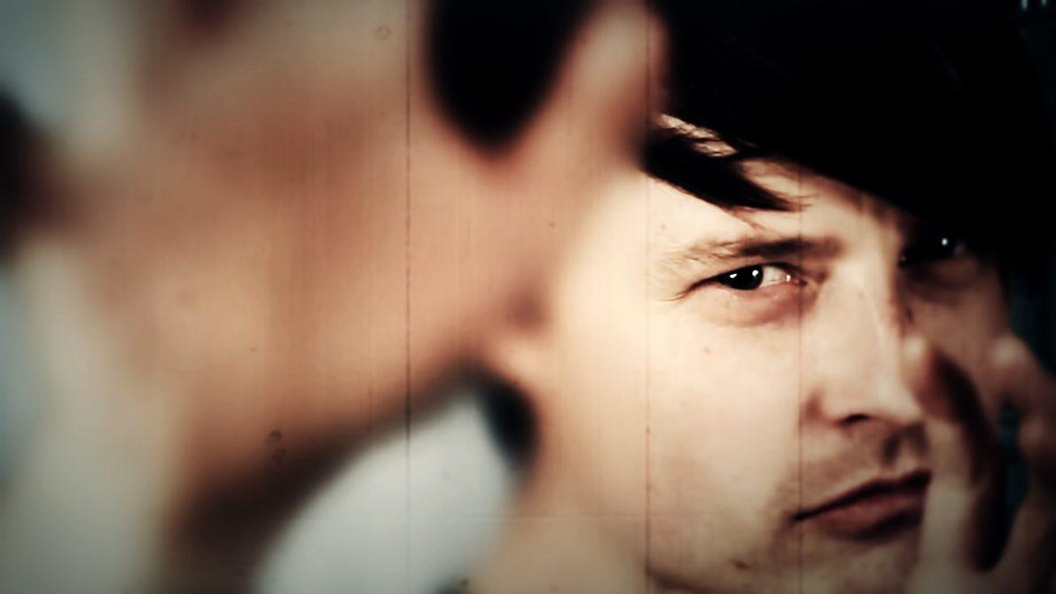 Psy'Aviah launches new music video'Face to Face' ft. Roeland van der Velde (Model Depose)