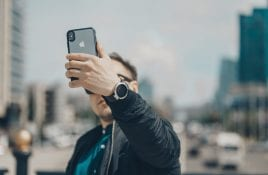 """Say, """"Me!"""": 5 Best Photo Editing Apps for Selfies"""