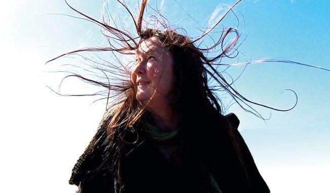 Swedish synthwave artist Anna Öberg returns with all new album 'Varelser inuti'