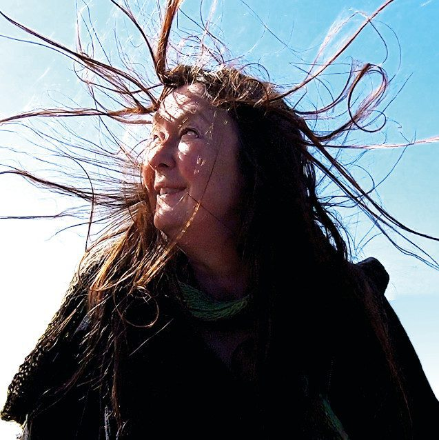 Swedish synthwave artist Anna Öberg returns with all new album'Varelser inuti'
