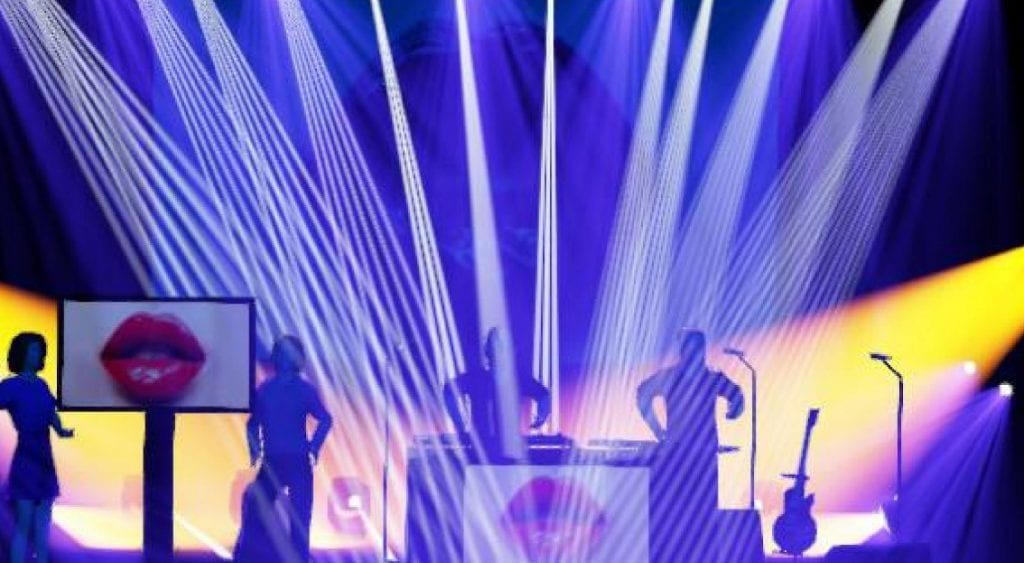 Parisian pop wave electro duo Voie 81 launch first single'Nirvana' - watch the video
