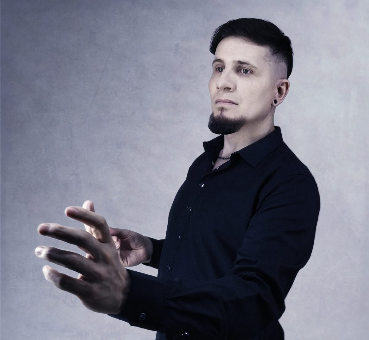 Russian darkwave/synth-goth project Elezoria returns with brand new single on SkyQode: 'Breeze Of Innocence'