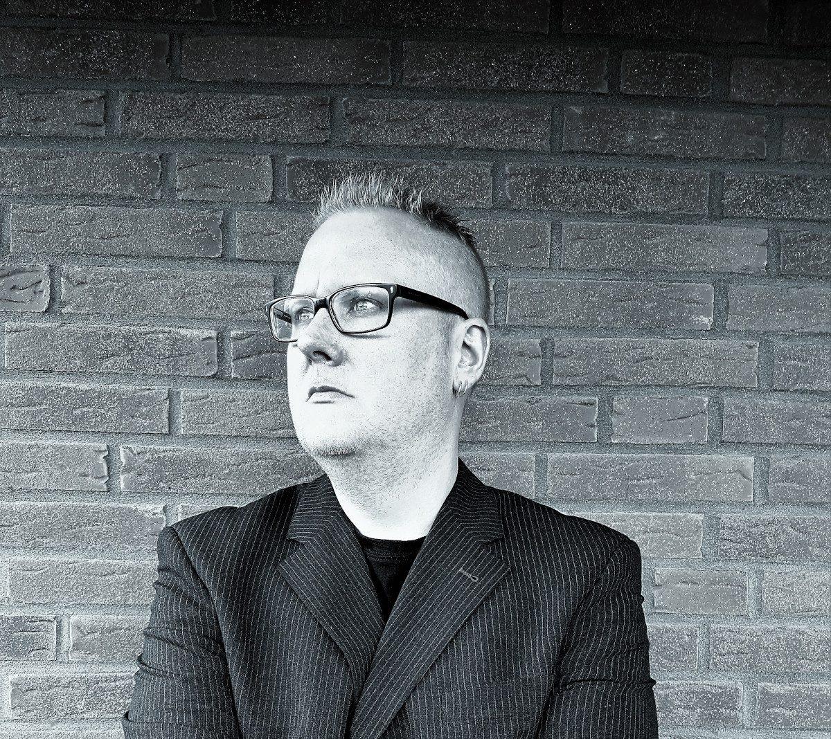 Elektrostaub invites Patrik Hansson of Swedish Electropop band Vanguard on brand new EP 'We Are Dreamers'